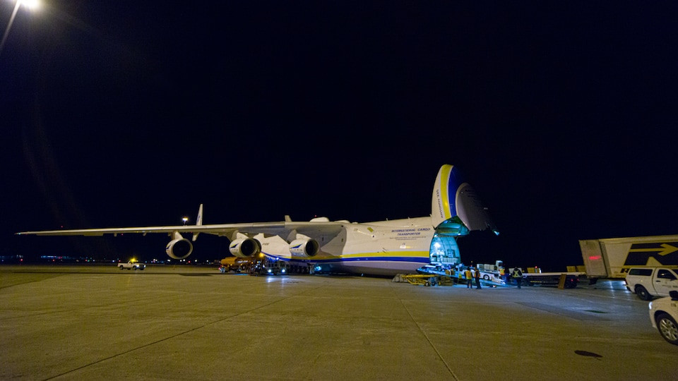 L'envergure de l'Antonov 225 est de 88,4 mètres.