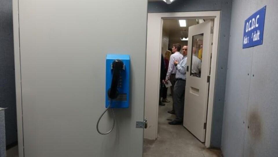 Un téléphone au Centre de détention Ottawa-Carleton.