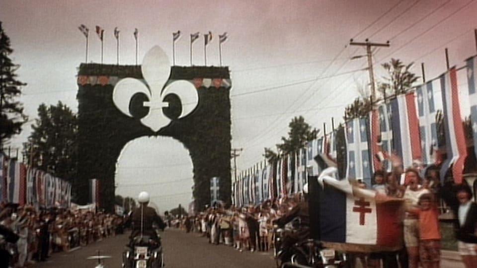 L'arc de triomphe construit spécialement pour la venue de Charles de Gaulle au Québec