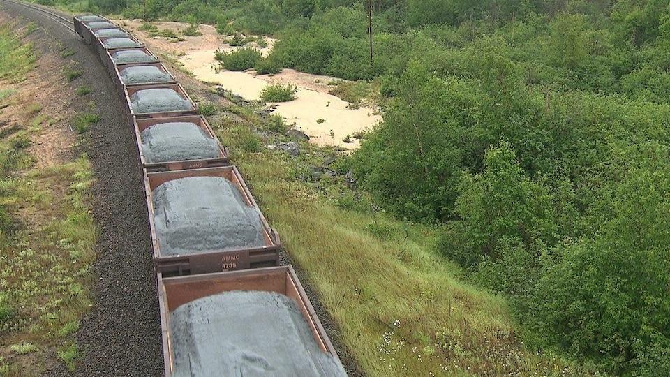 Le minerai de fer d'ArcelorMittal est transporté par train jusqu'à Port-Cartier.
