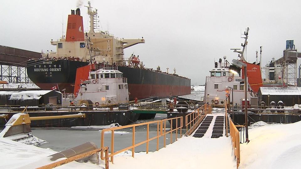 Le quai de chargement d'ArcelorMittal à Port-Cartier.