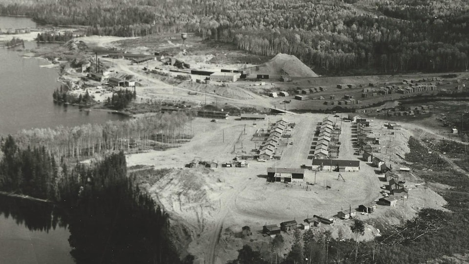 Archives : Le village de Dubreuilville en 1963