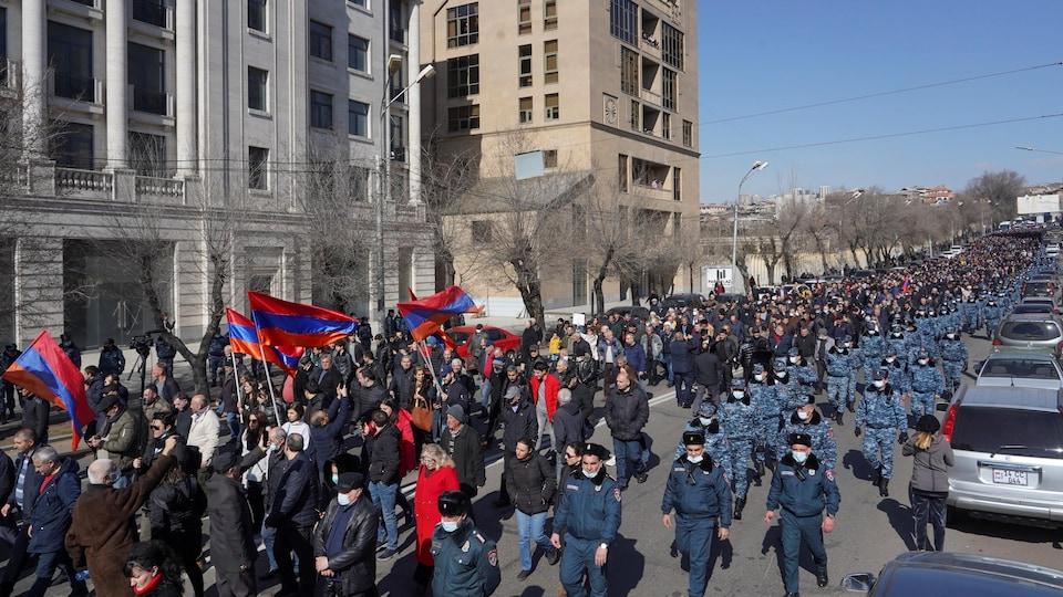 Des protestataires en Arménie.