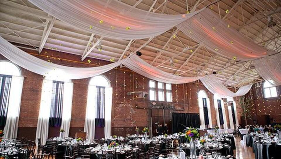Une salle de balle utilisée pour des mariages et autres événements.