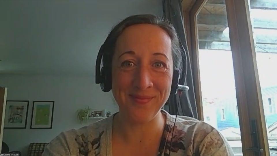 Caroline Arsenault interviewée par vidéoconférence.