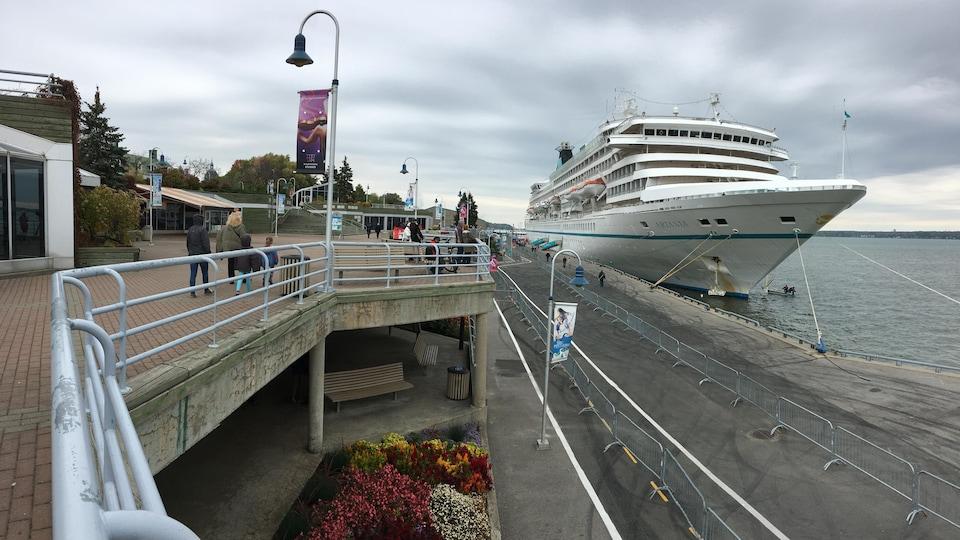 Le MS Artania s'est arrêté à Trois-Rivières le 7 octobre 2017.