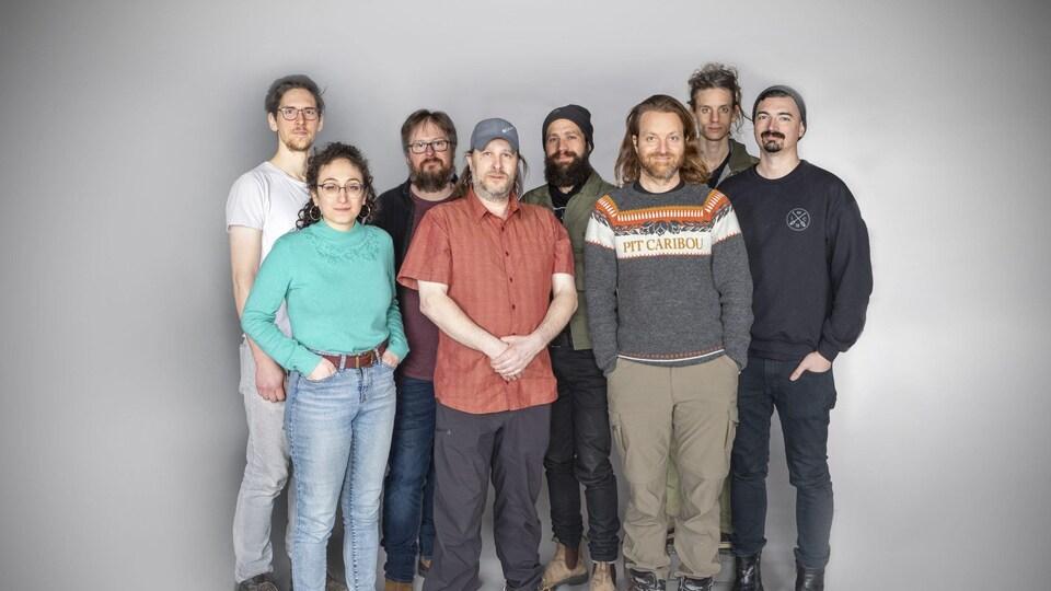 Les huit artistes rassemblés.