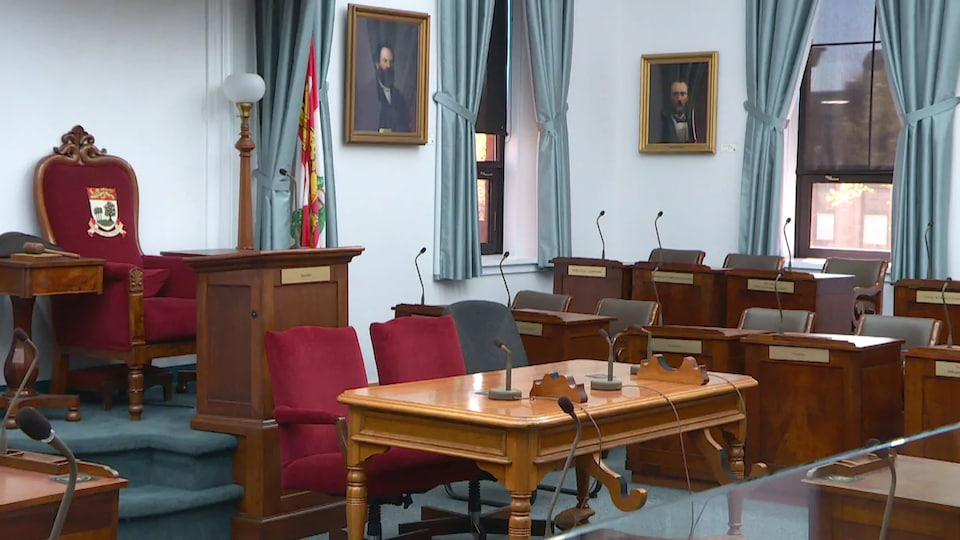 Les sièges vides de l'Assemblée législative