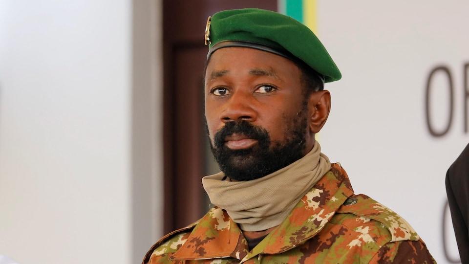 Le colonel en uniforme.