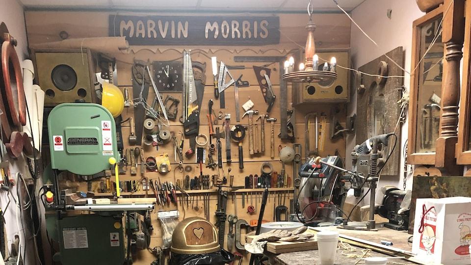 L'atelier est bien rangé.
