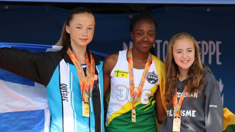 Siloé Kumbu a gagné la médaille d'or au saut en hauteur et a battu le record des Jeux de la francophonie canadienne pour cette épreuve.
