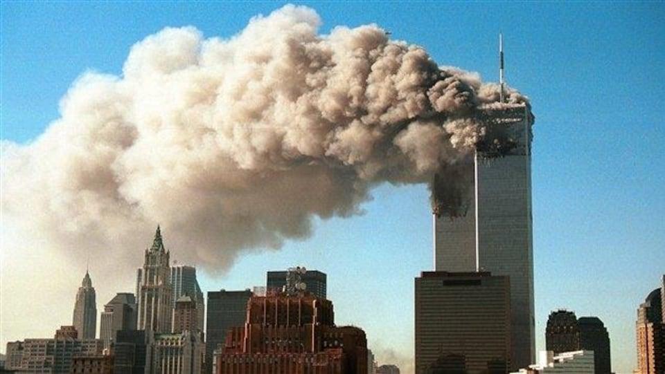 La photographie de la fumée qui sort des tours jumelles du World Trade Center.