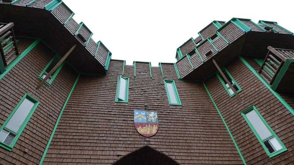 La façade du château, vue de près