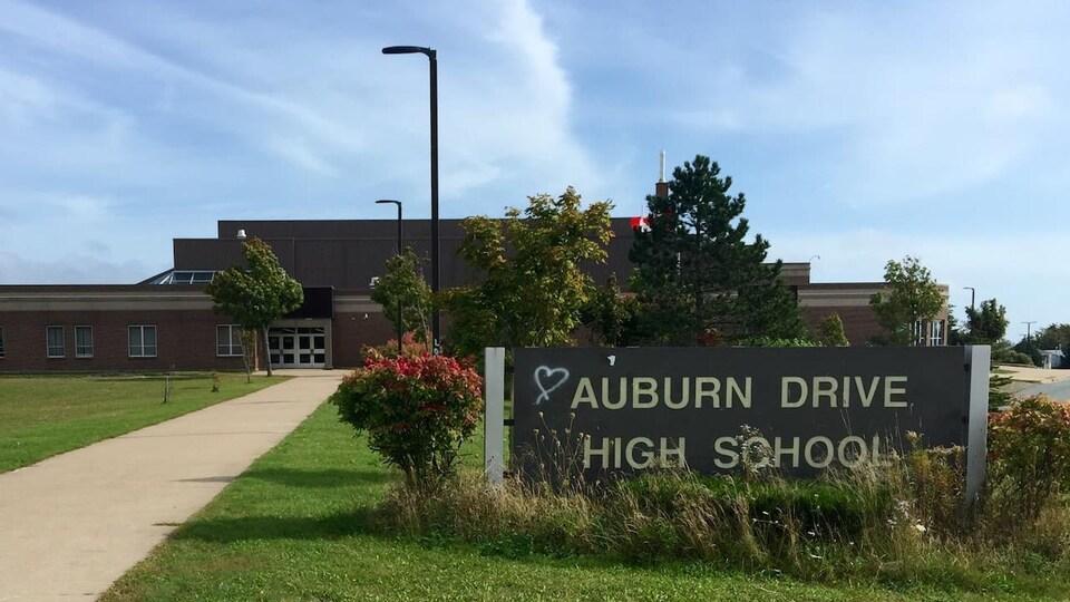 L'école secondaire anglophone Auburn Drive à Cole Harbour.