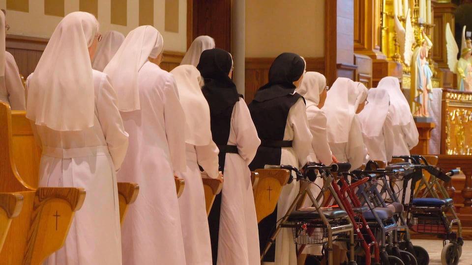 Les soeurs de la congrégation lors d'une messe