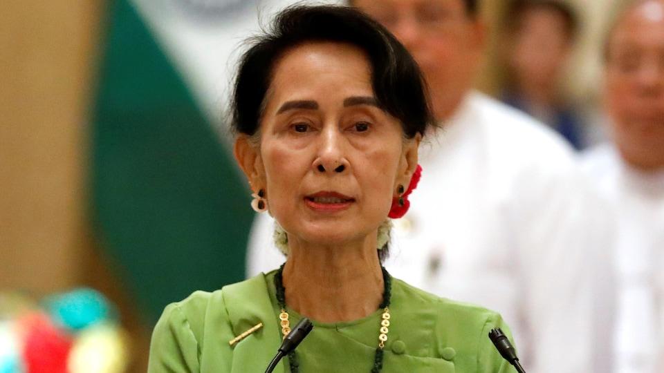 Aung San Suu Kyi lors d'une conférence de presse