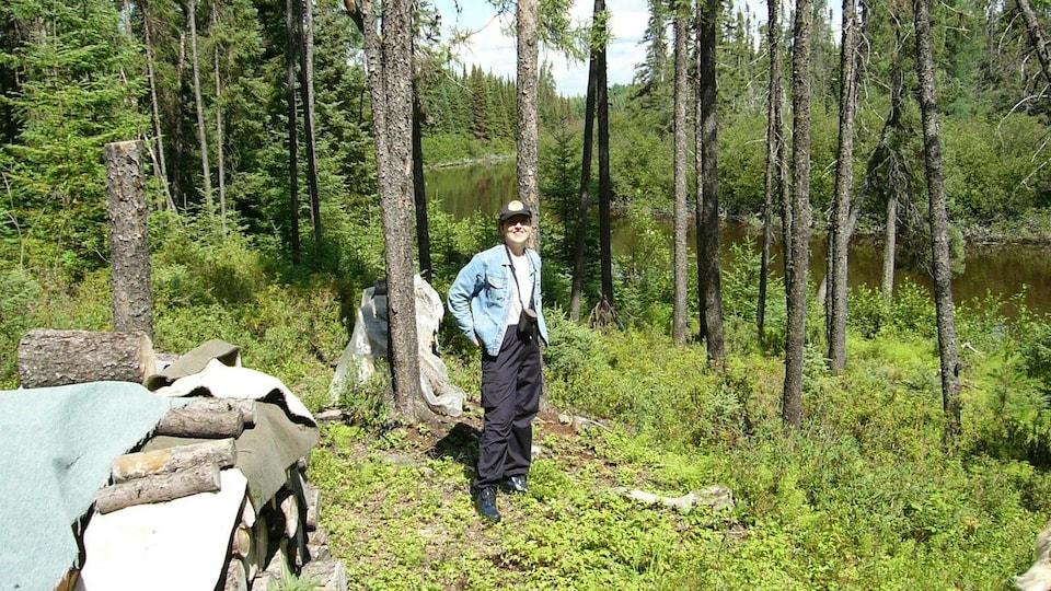 Marie-Pierre Bousquet se trouve dans un camp de chasse anichinabé en 2003