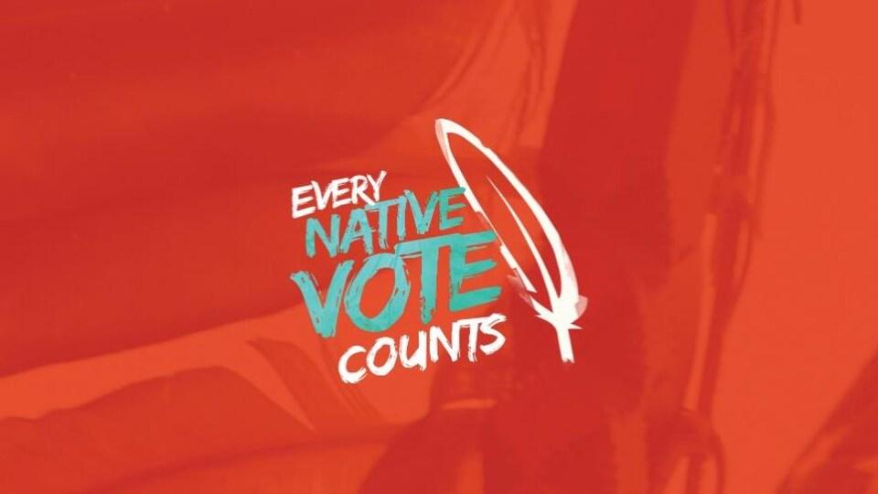 Slogan de la campagne sur fond rouge avec une plume blanche.