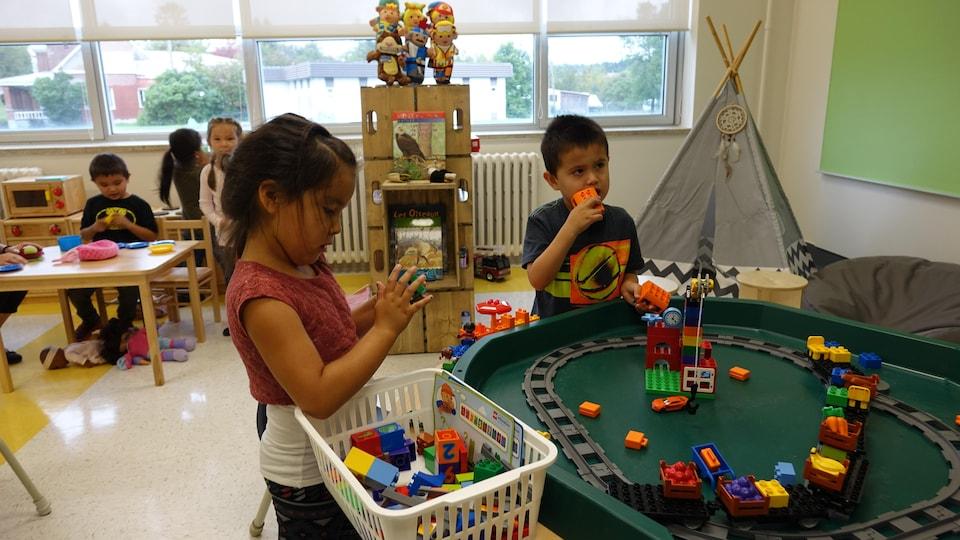 Jeunes autochtones à l'école Des Quatre-Vents de Chicoutimi-Nord