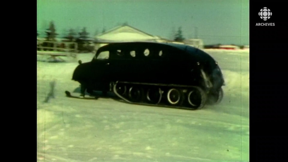 autoneige sur la neige