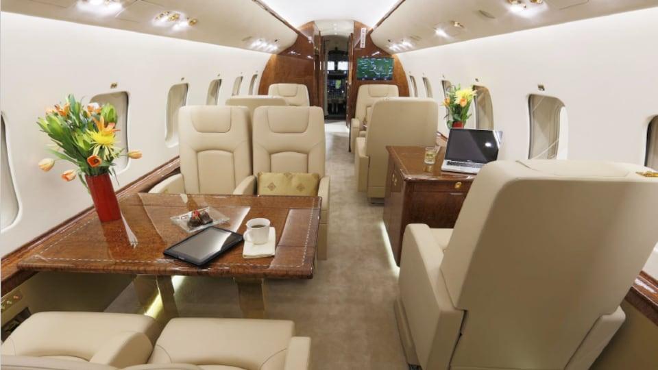 La cabine de l'avion M-MYNA.