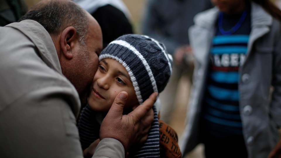 Ayman est de retour dans sa famille yézidie après que le groupe État islamique l'ait vendu à un couple de Mossoul, le 31 janvier 2017. De jeunes garçons comme lui font désormais parti du plan d'accueil du gouvernement canadien.