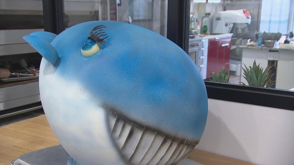 Une baleine bleue en chocolat