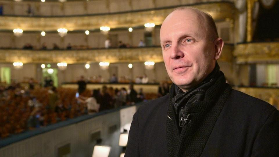 Yuri Fateev dans le théâtre qu'il dirige.