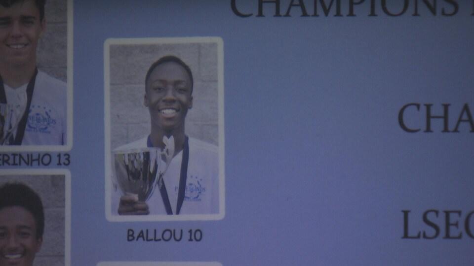 Ballou Tabla, 14 ans, champion canadien avec le club de soccer Panellinios.