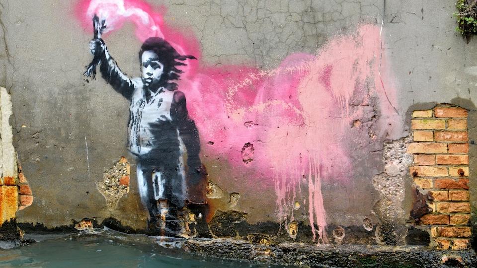 Illustration d'un enfant sur un mur au bord de l'eau.
