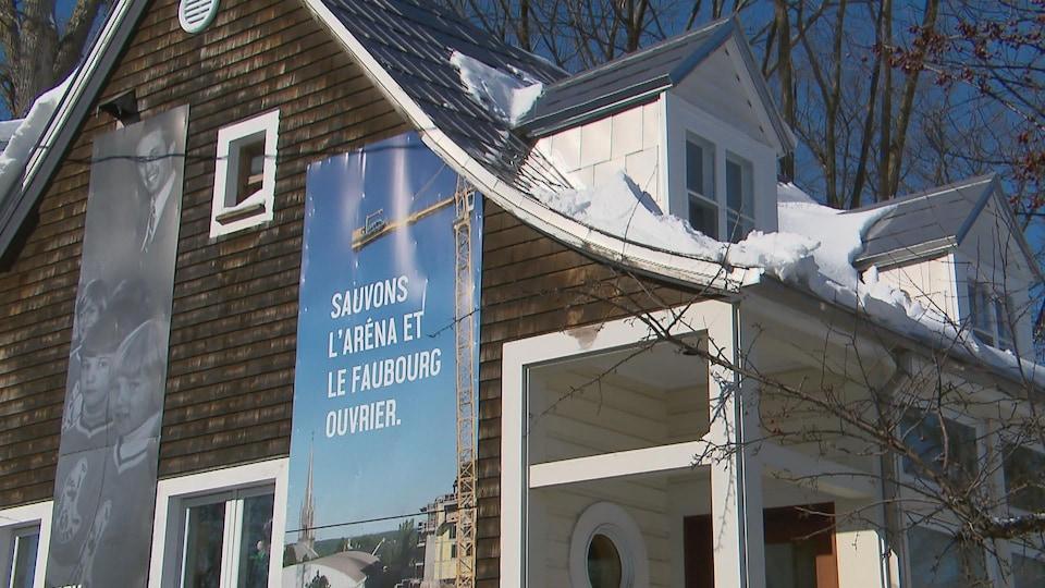 Une bannière sur une résidence de Sillery