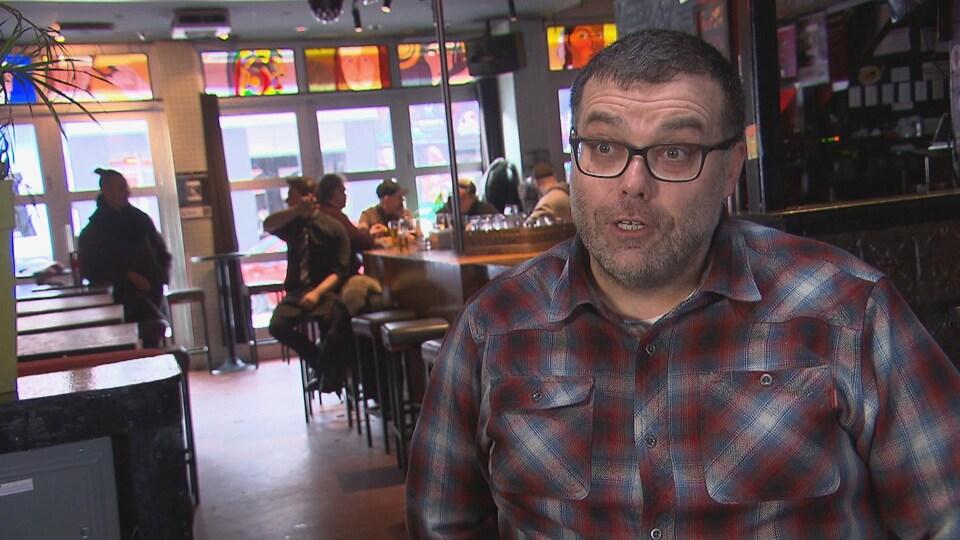 Le gérant du bar l'Embuscade, Mark Malone.