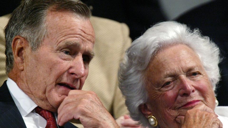 Barbara Bush avec son mari George H.W. Bush en septembre 2004