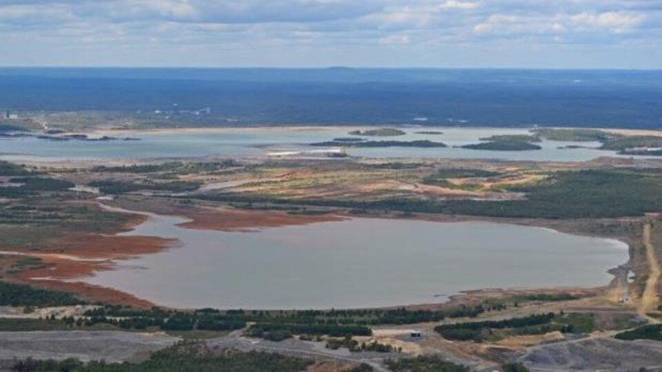 Un bassin de résidus miniers à Sudbury.