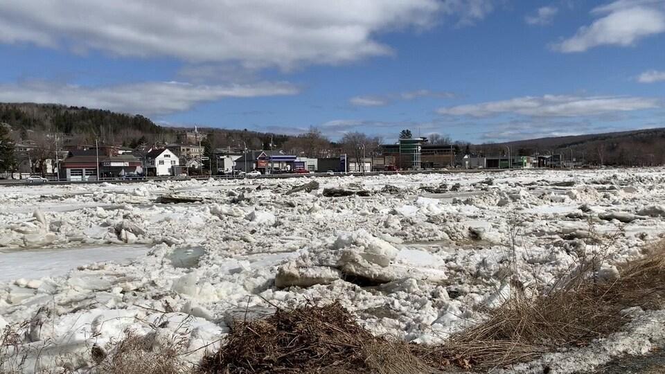 Des glaces sur la rivière Chaudière à Beauceville