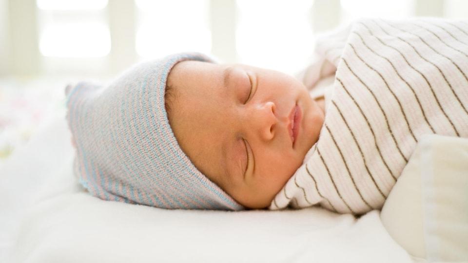Un bébé qui dort.
