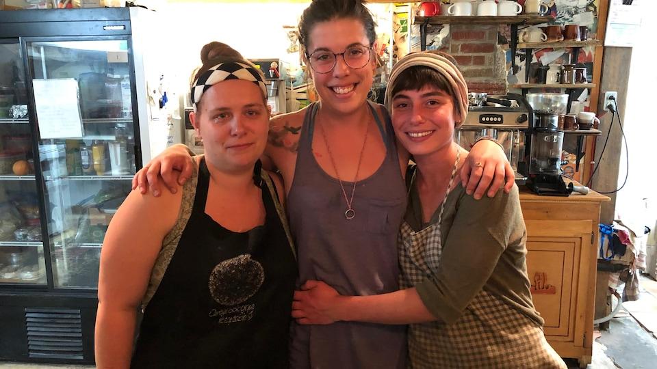 Trois membres de la coopérative