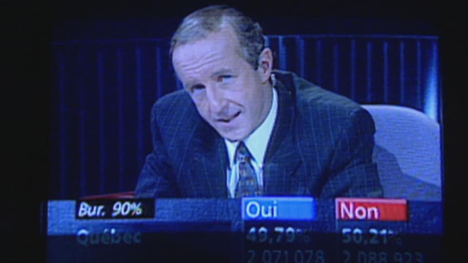 L'animateur Bernard Derome et le tableau indiquant les résultats.