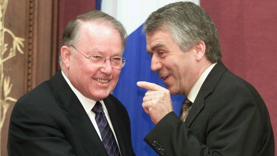 Bernard Landry et François Gendron rigolent ensemble, à l'Assemblée nationale.