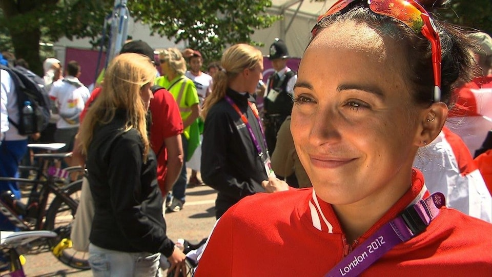 L'athlète de Gatineau Kathy Tremblay sourit.
