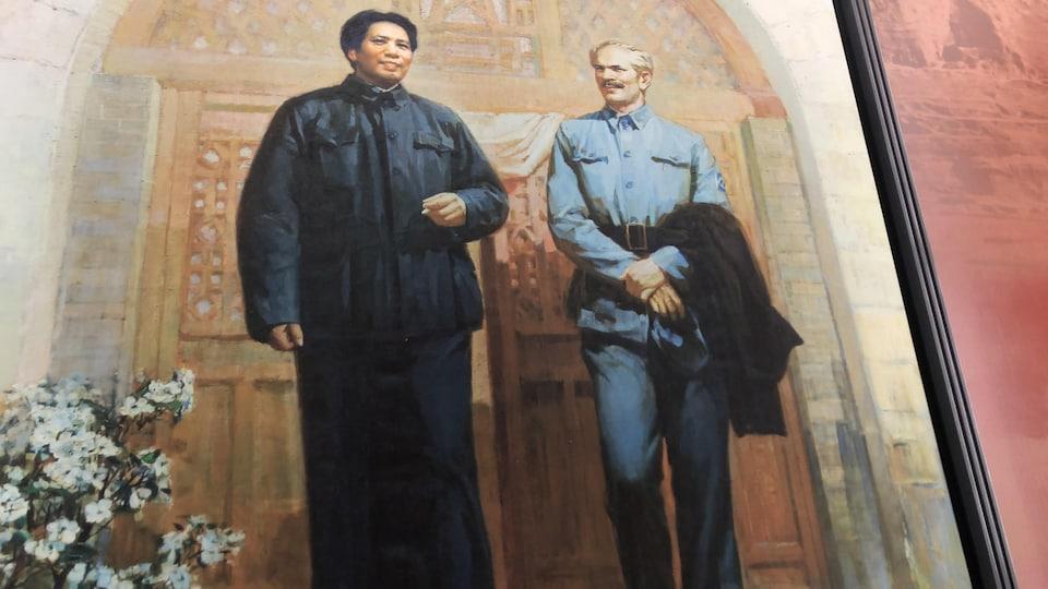 Mao et Bethune sont côte à côte, souriants, dans un tableau immortalisant leur rencontre en 1938.