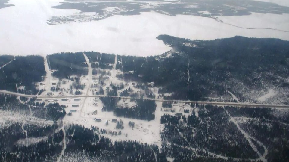 Une vue aérienne d'un village.