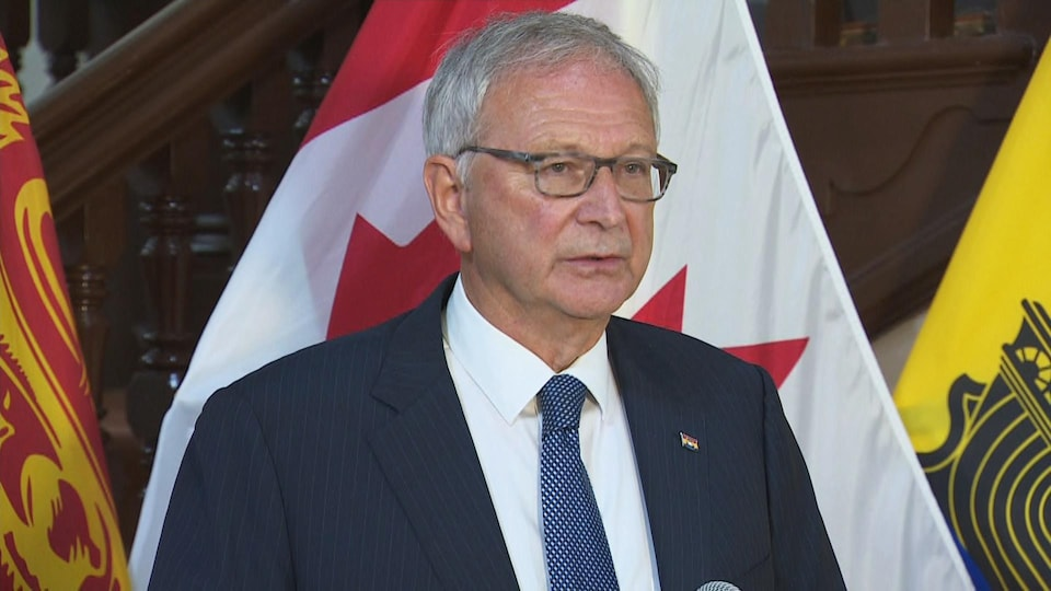 Le premier ministre Blaine Higgs répond aux questions des médias le 28 septembre 2020.