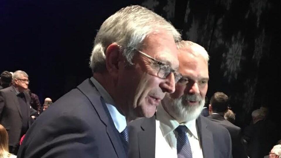 Le premier ministre Blaine Higgs, en compagnie de Kevin Haché, en décembre 2018, à Caraquet