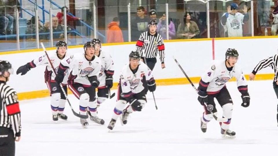 Le Blizzard d'OCN de la Ligue de hockey junior du Manitoba.