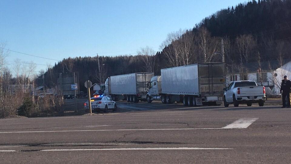 DEux camions bloqué près de la route transcanadienne.