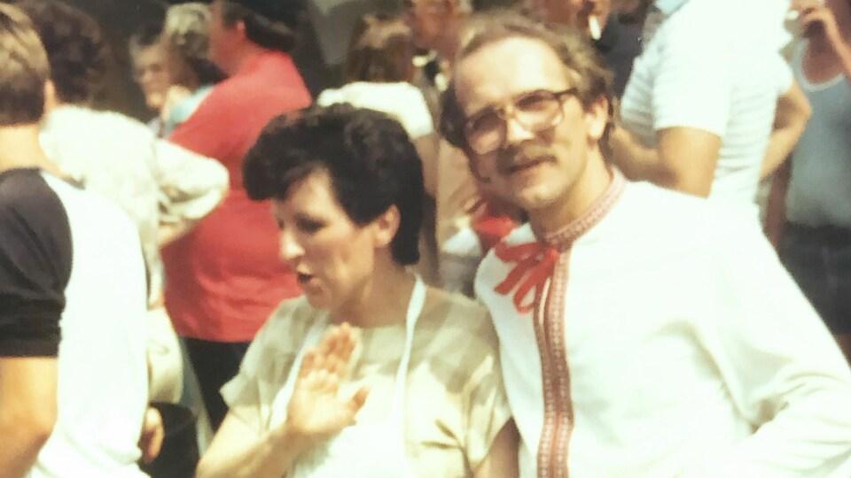M. Czuchnowsky et une femme en tenue traditionnelle ukrainienne