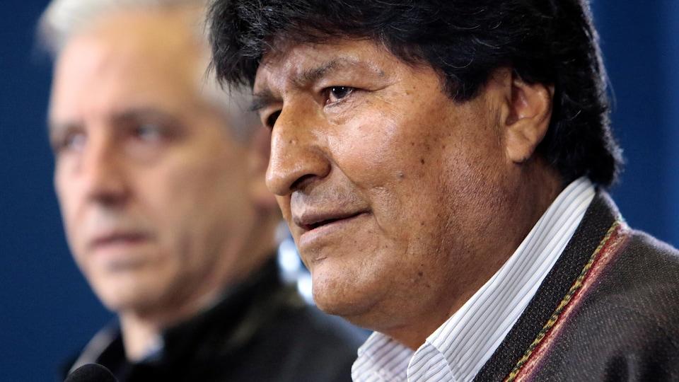 Le président de Bolivie Evo Morales s'adressant aux médias samedi.