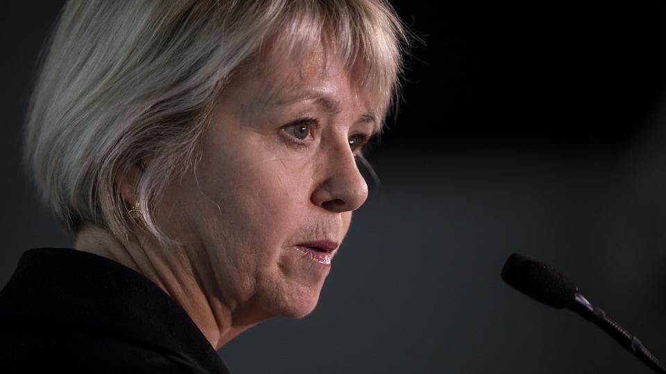 La médecin hygiéniste en chef de la Colombie-Britannique, Bonnie Henry, en conférence de presse.