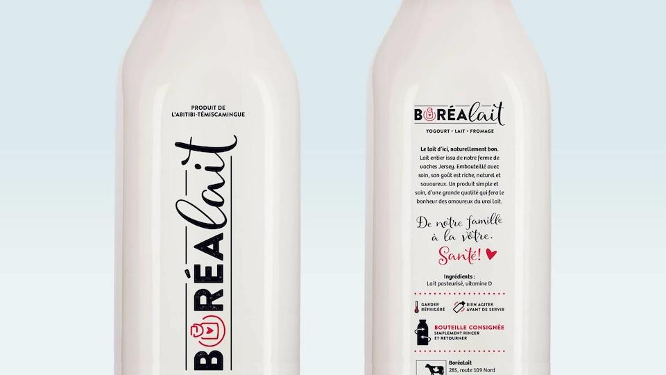 Deux bouteilles de lait en verre avec le logo de l'entreprise Boréalait.
